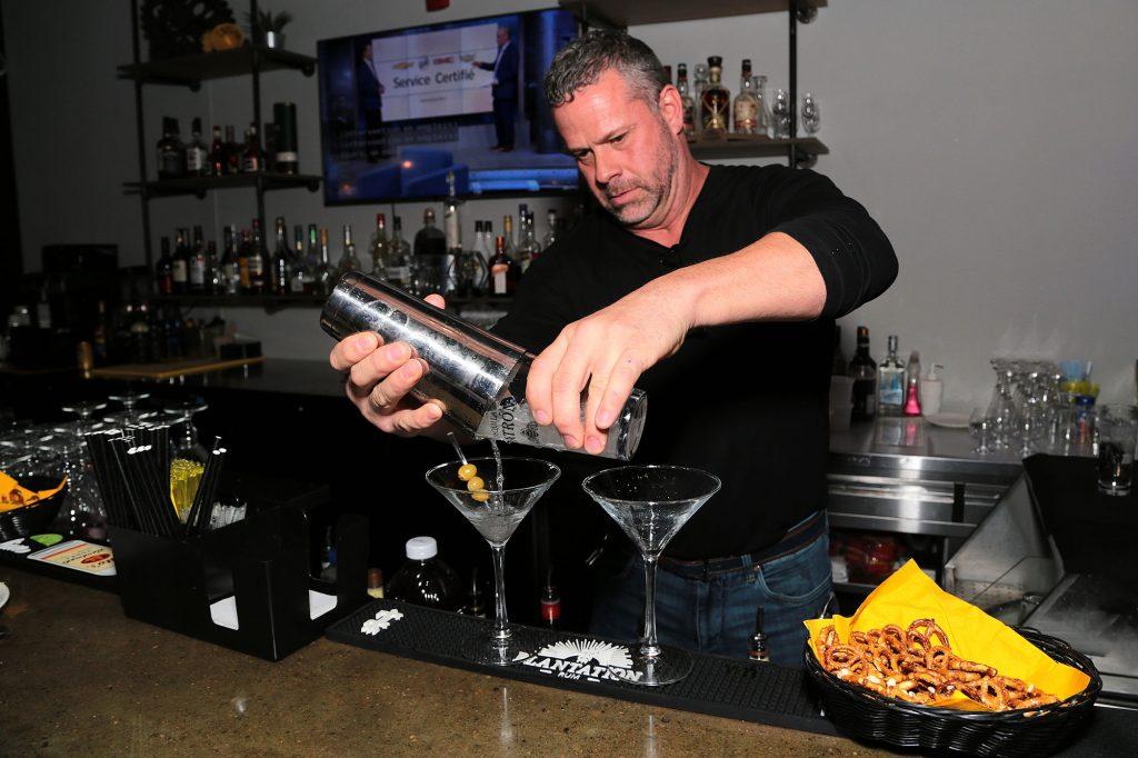 photo-barman-1_usine-fabrique-a-manger