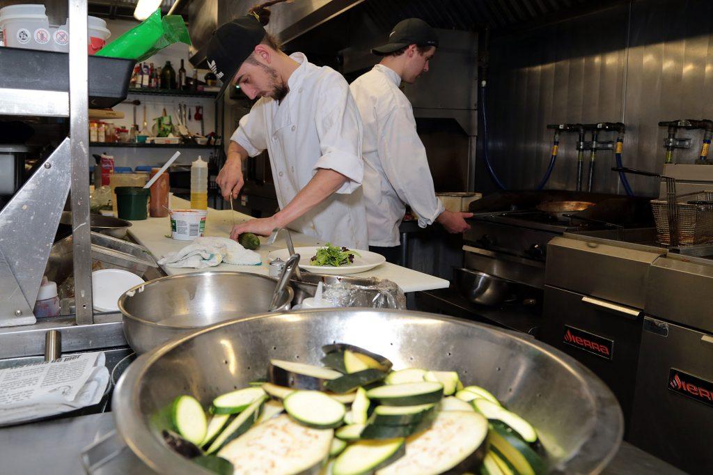 photo-cuisiniers_usine-fabrique-a-manger